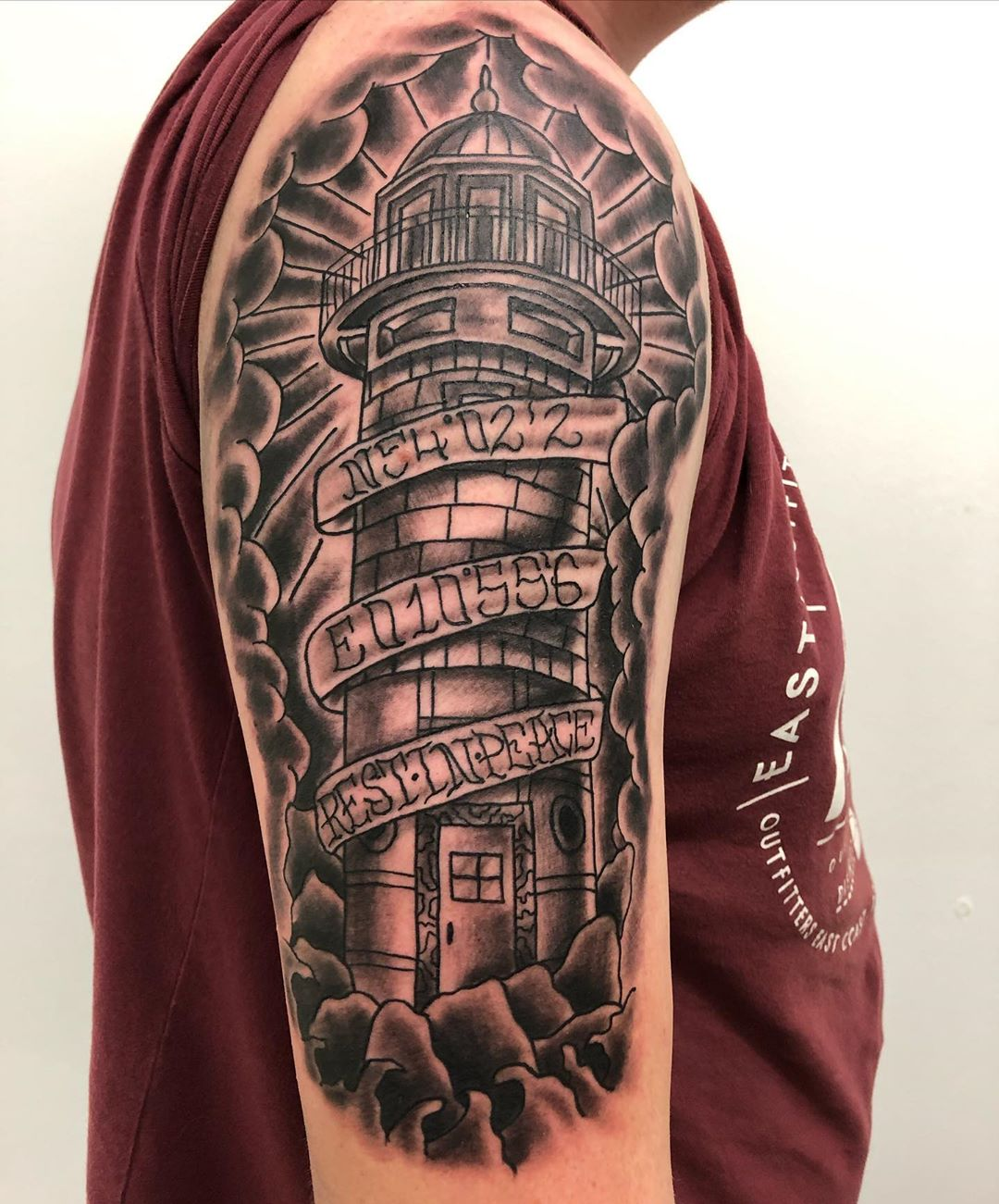 Lighthouse Sleeve Tattoo en Memoriam