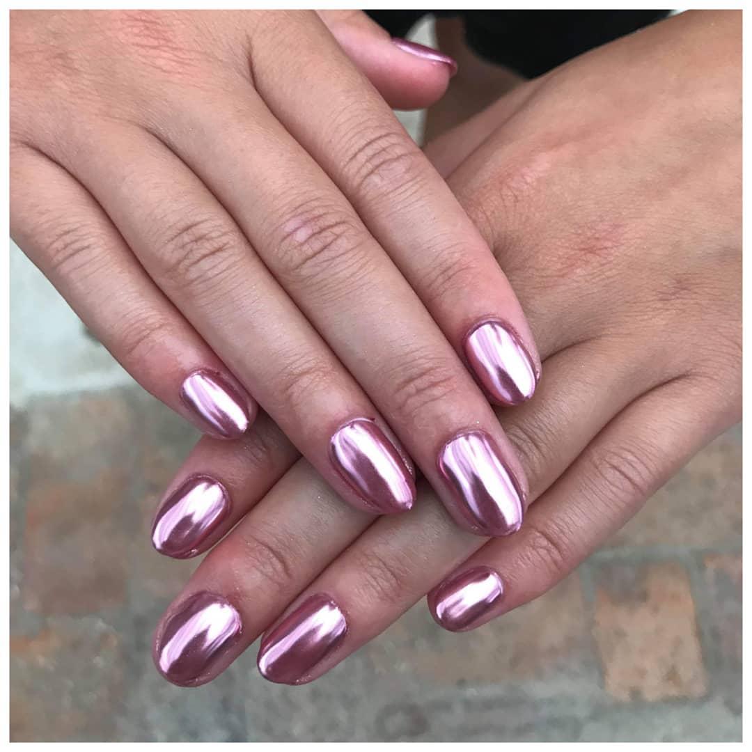 Round pink metallic nails