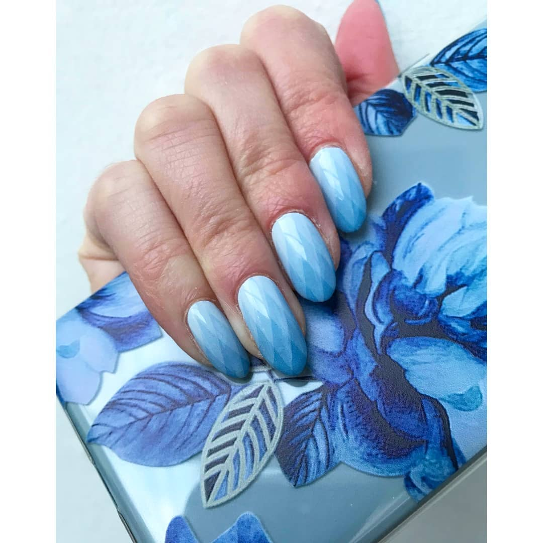 Light Blue Blue Ombre Nails with Gradient