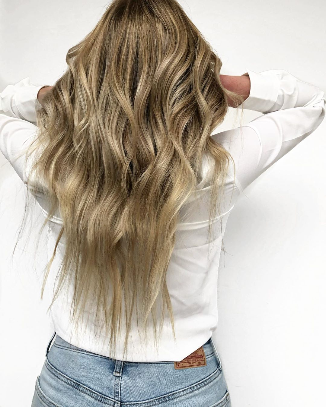 Beachy waves and lowlights for blonde hair