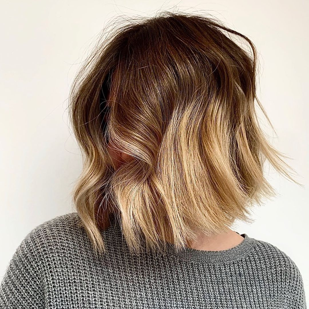 Short hairstyle with lowlights
