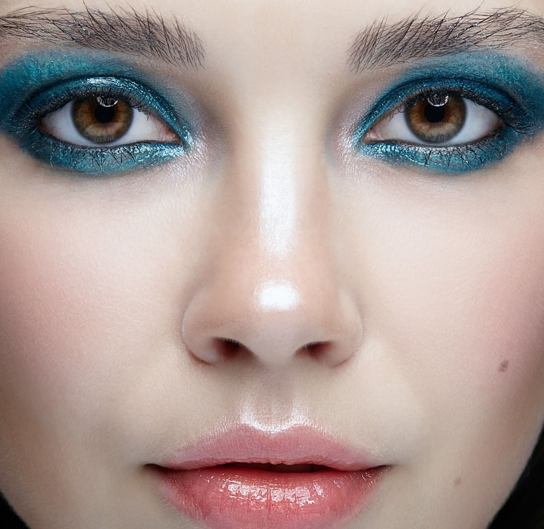 Blue eyeshadow look