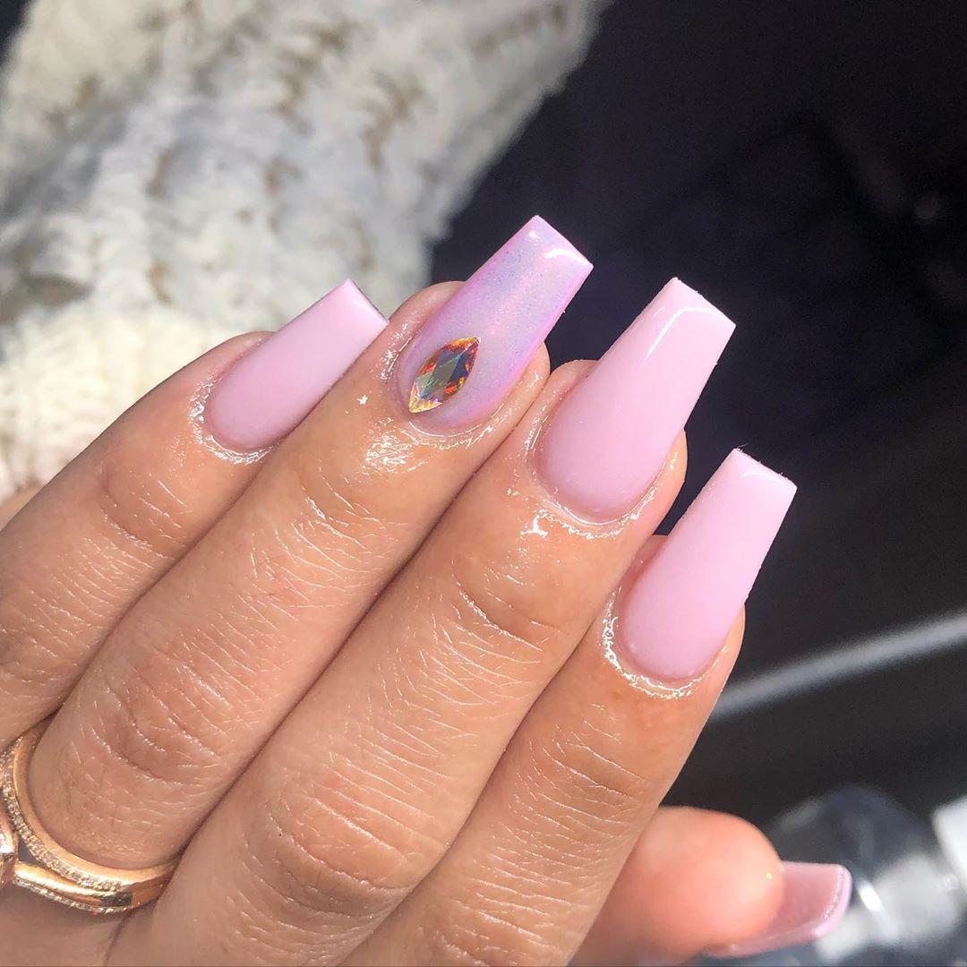 bubbly light pink chrome nails