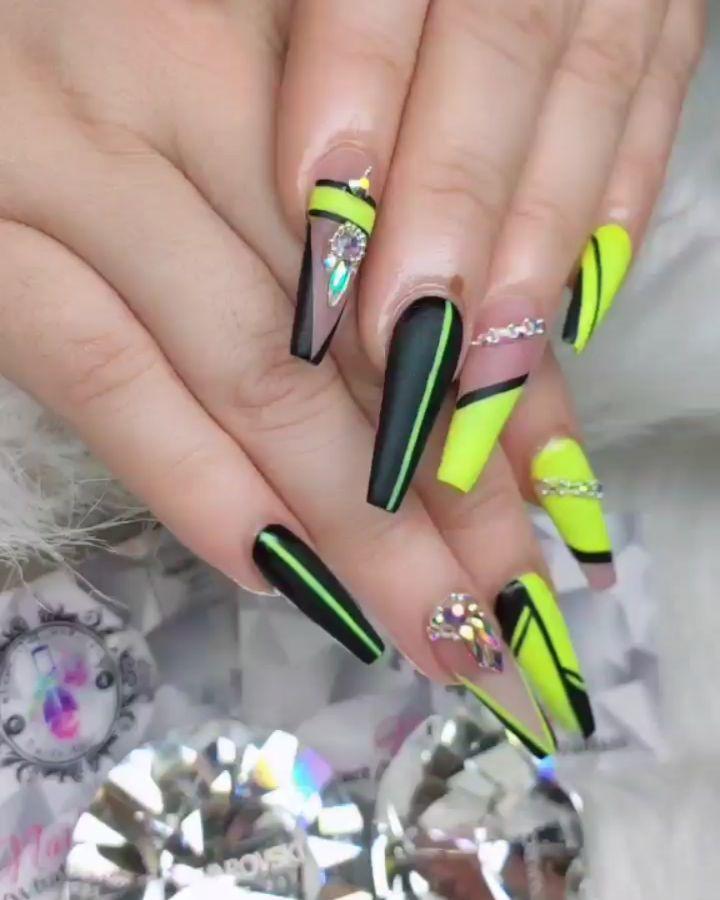 Green geometric pattern coffin nail designs