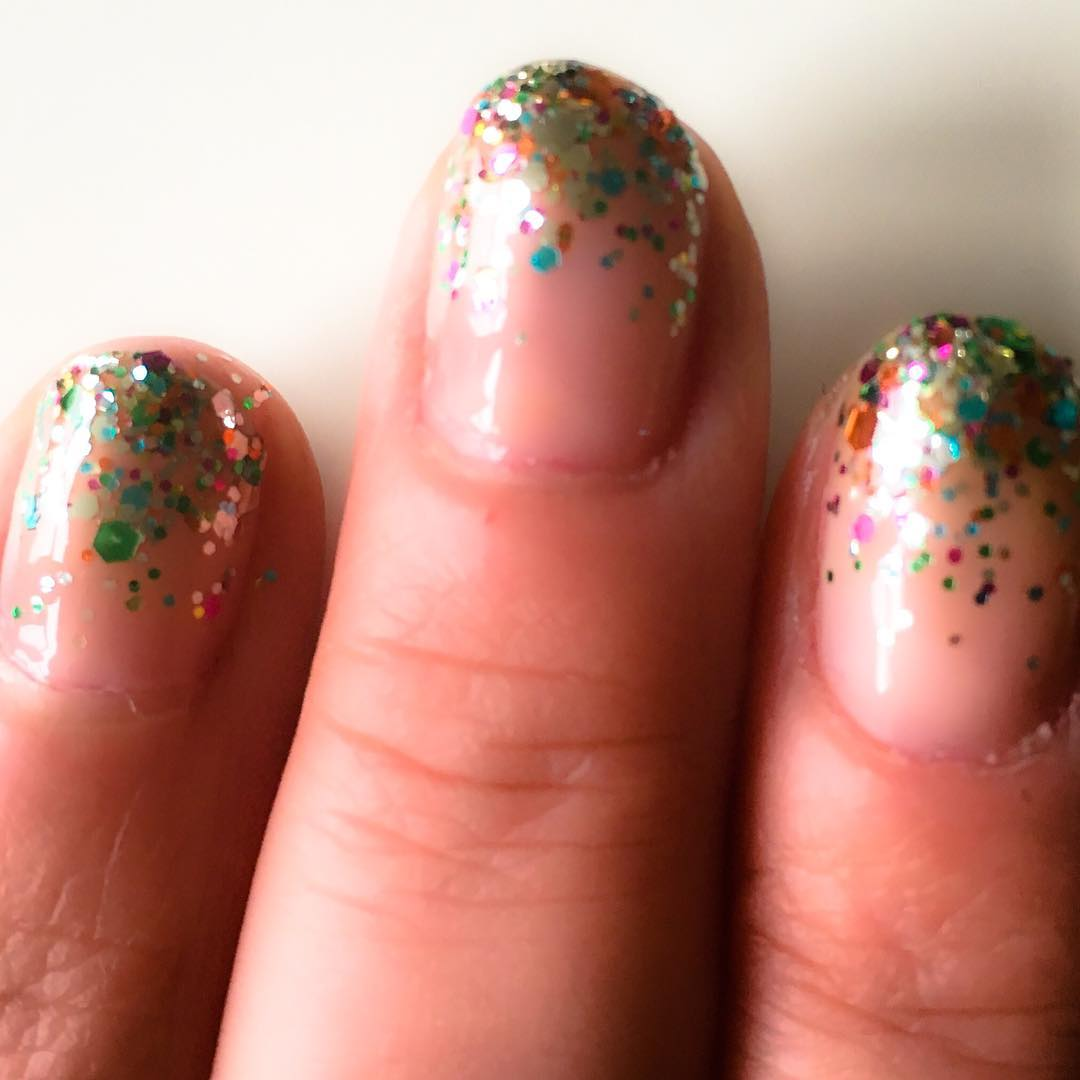 Dazzling image of ombre sparkle nails for nail design inspiration