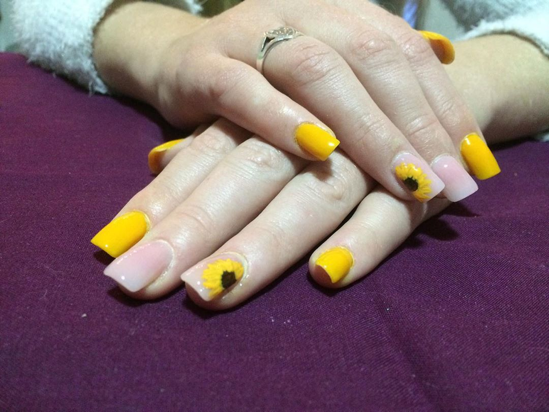 Yellow Acrylic Nails with Sunflowers