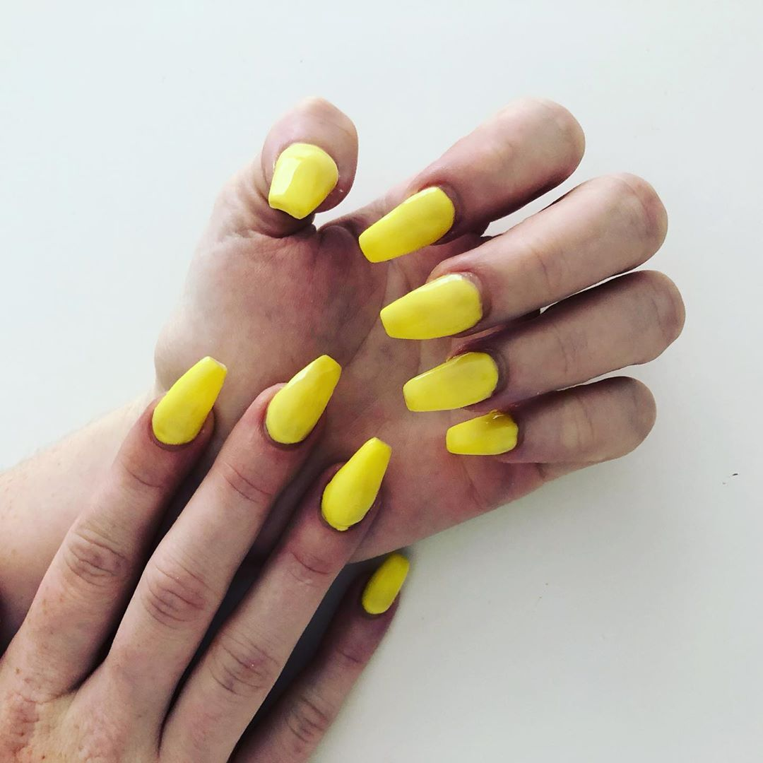 Yellow Acrylic Nails with Lemon Coffin tint