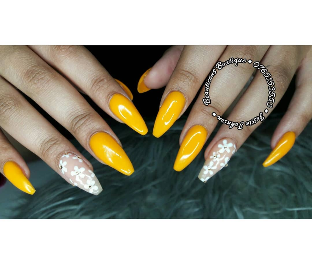 Golden daisies Yellow Acrylic Nails