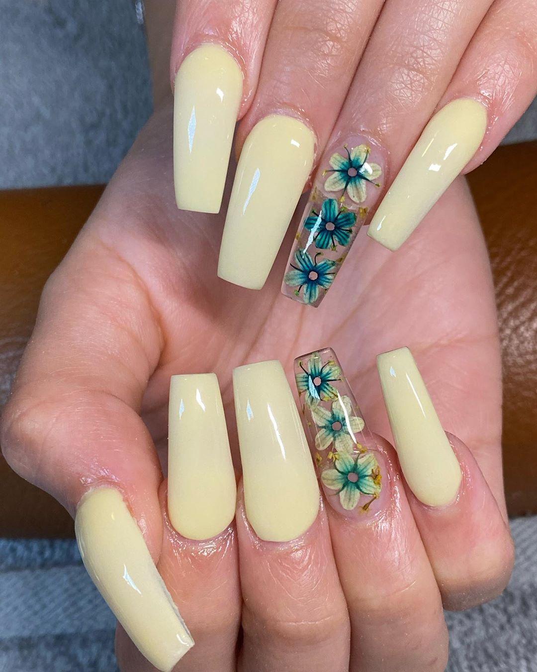 Pale Yellow Acrylic Nails