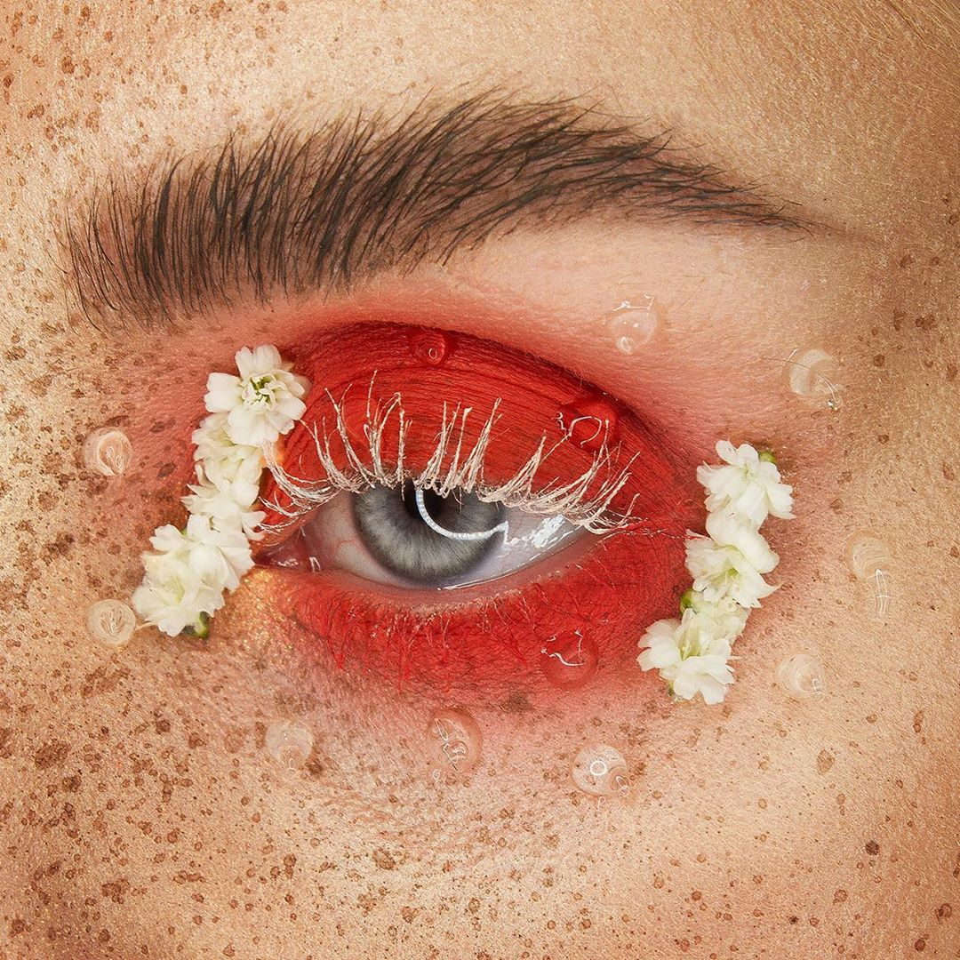Faux Freckles Makeup technique red eyeshadow
