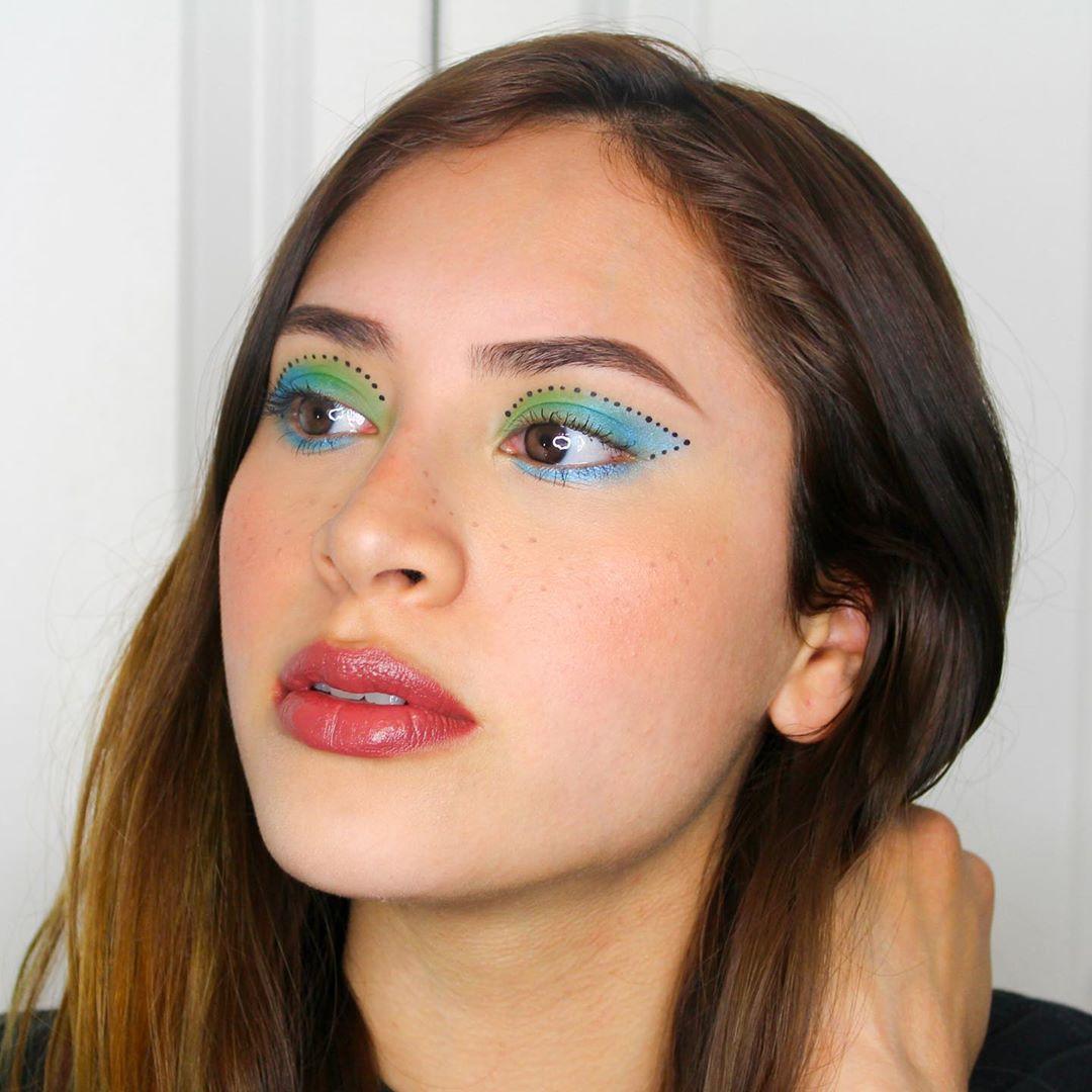 Faux Freckles Makeup technique