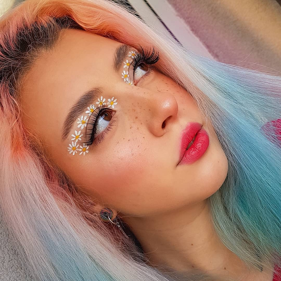 Faux Freckles Look with Daisies