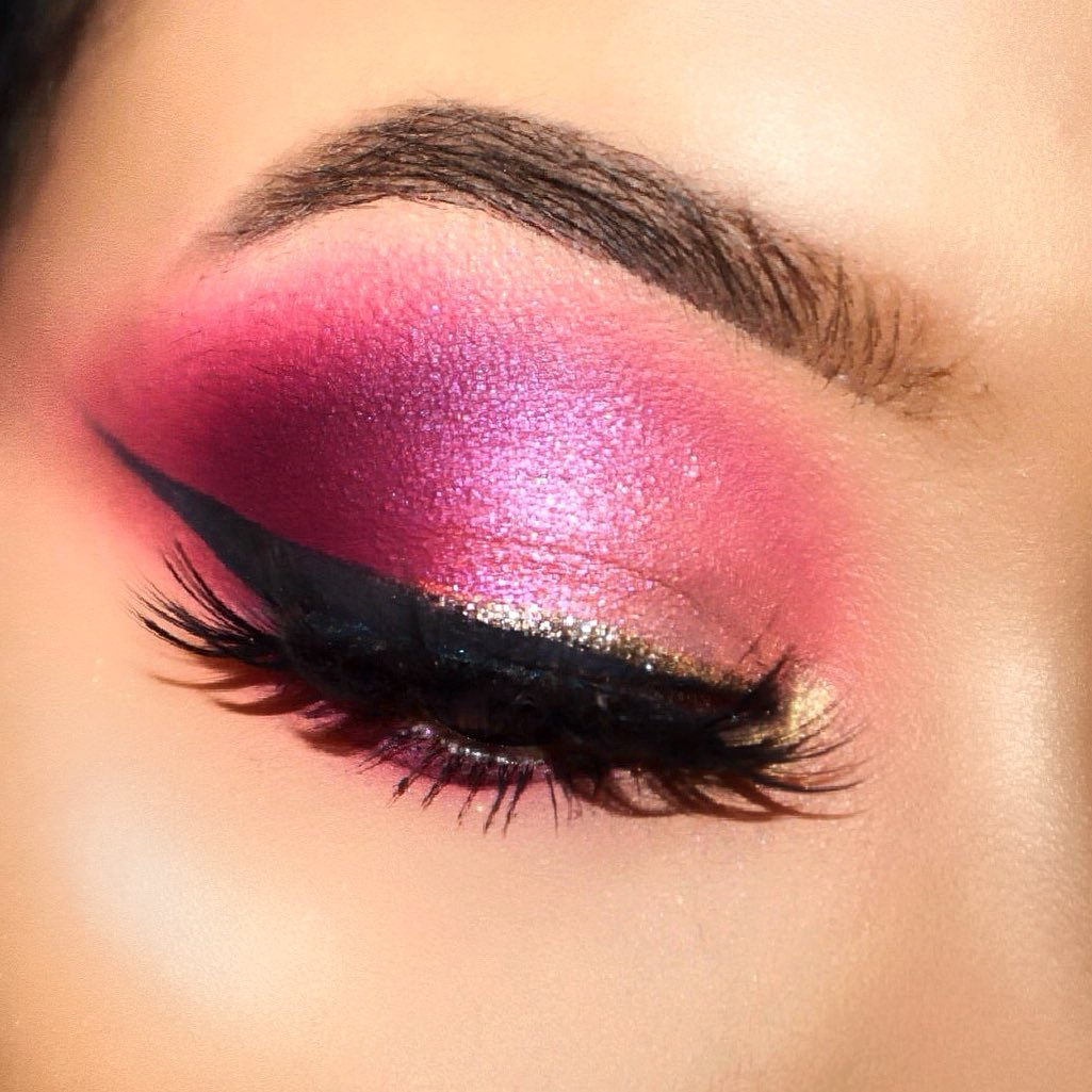 Image of Fuschia Eyeshadow with eyeliner