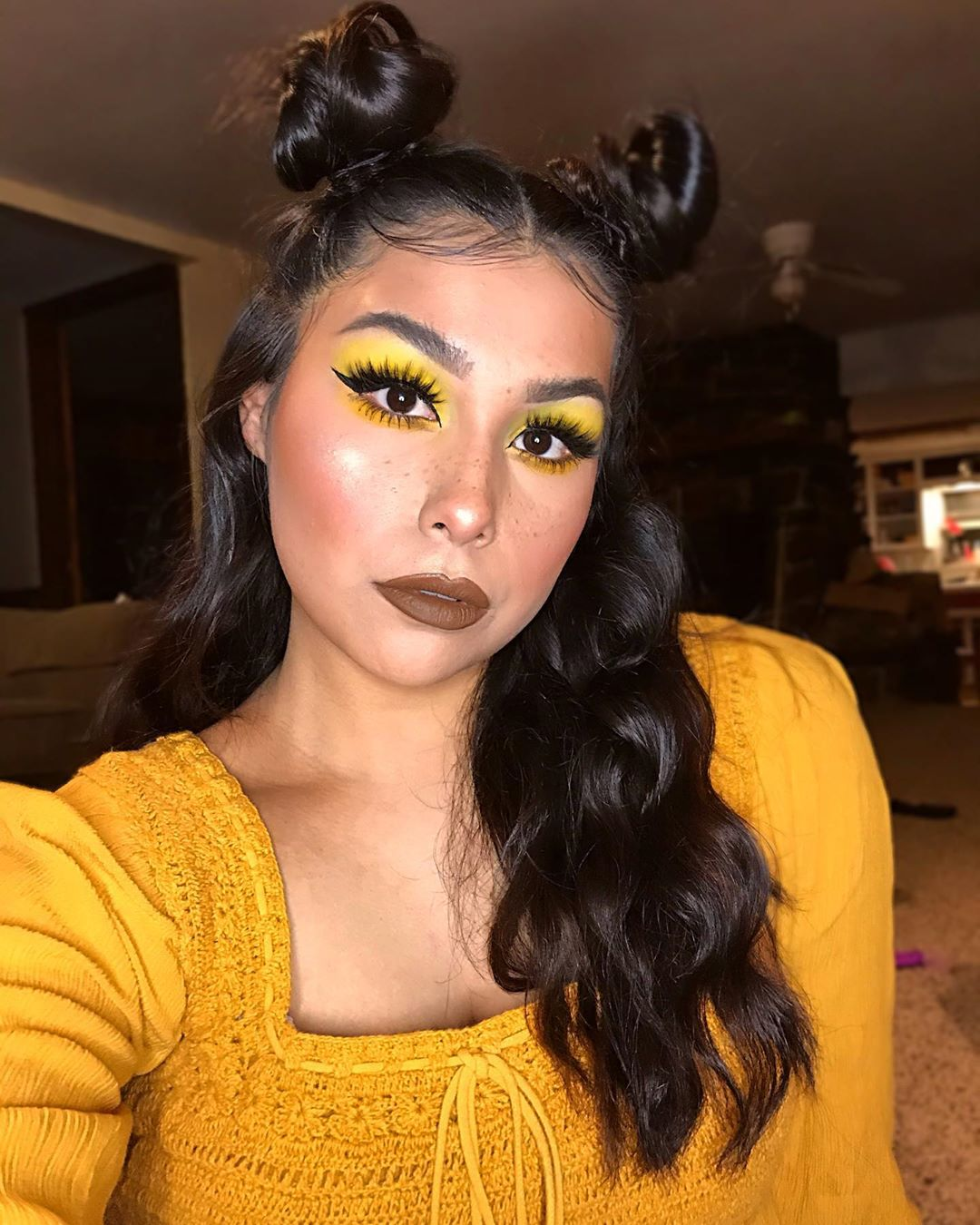 Faux Freckles Makeup technique with yellow eyeshadow
