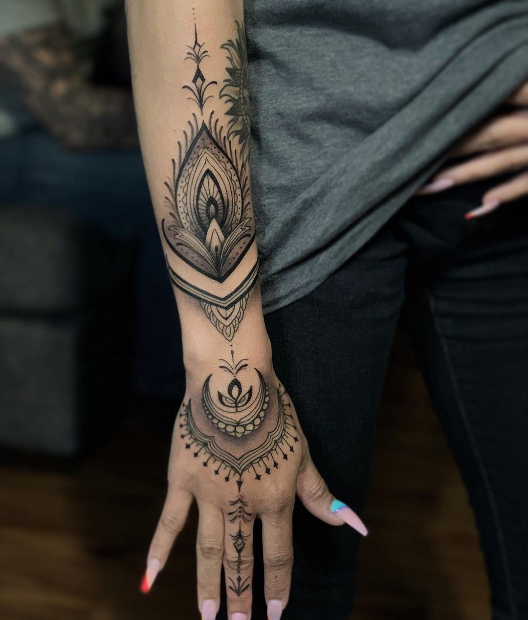 Classic Hawaiian tattoo done in henna