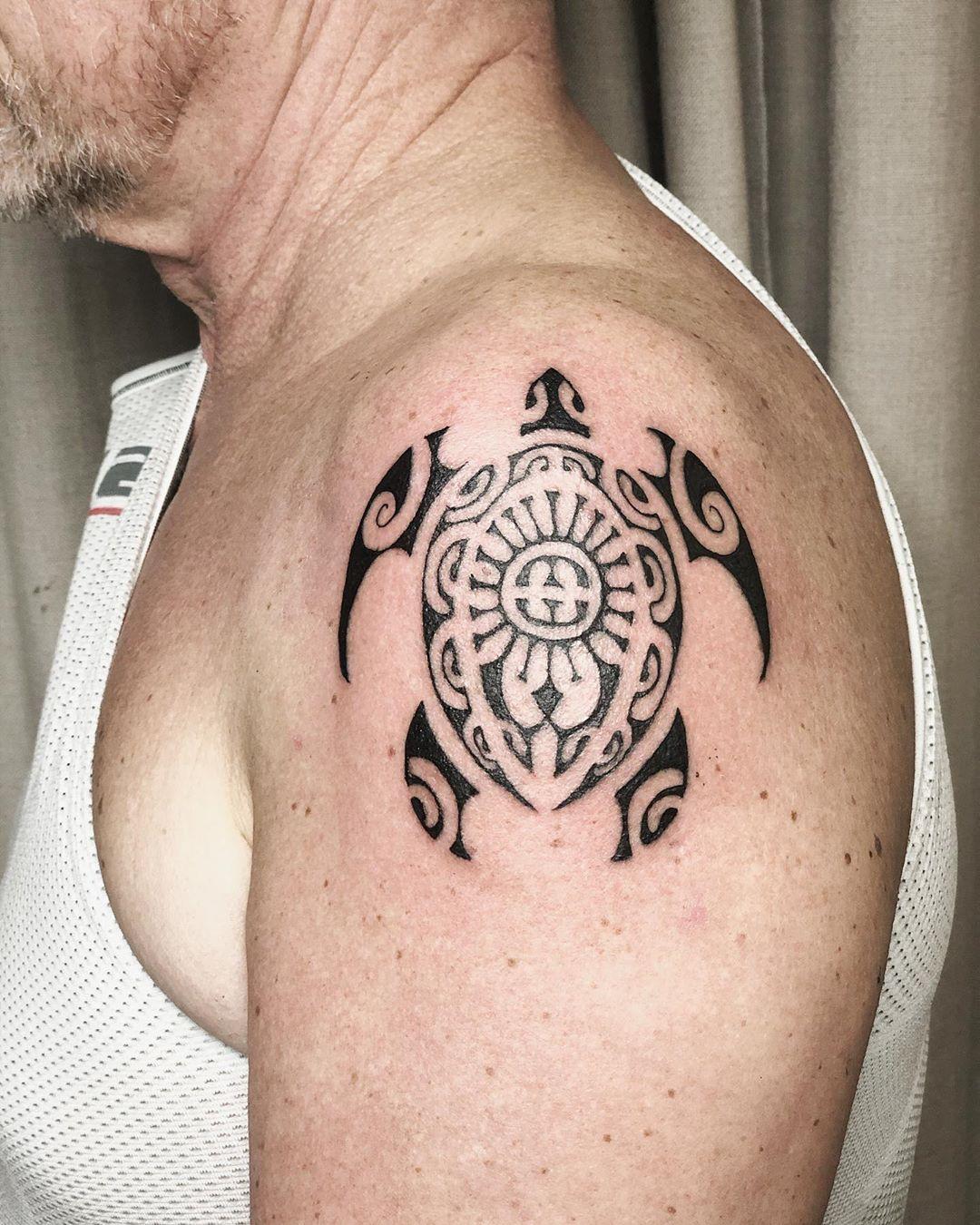 Classic sea turtle Hawaiian tattoo