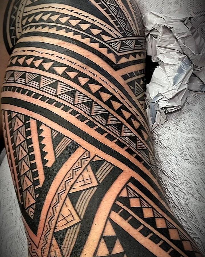 Traditional pattern Hawaiian tattoo