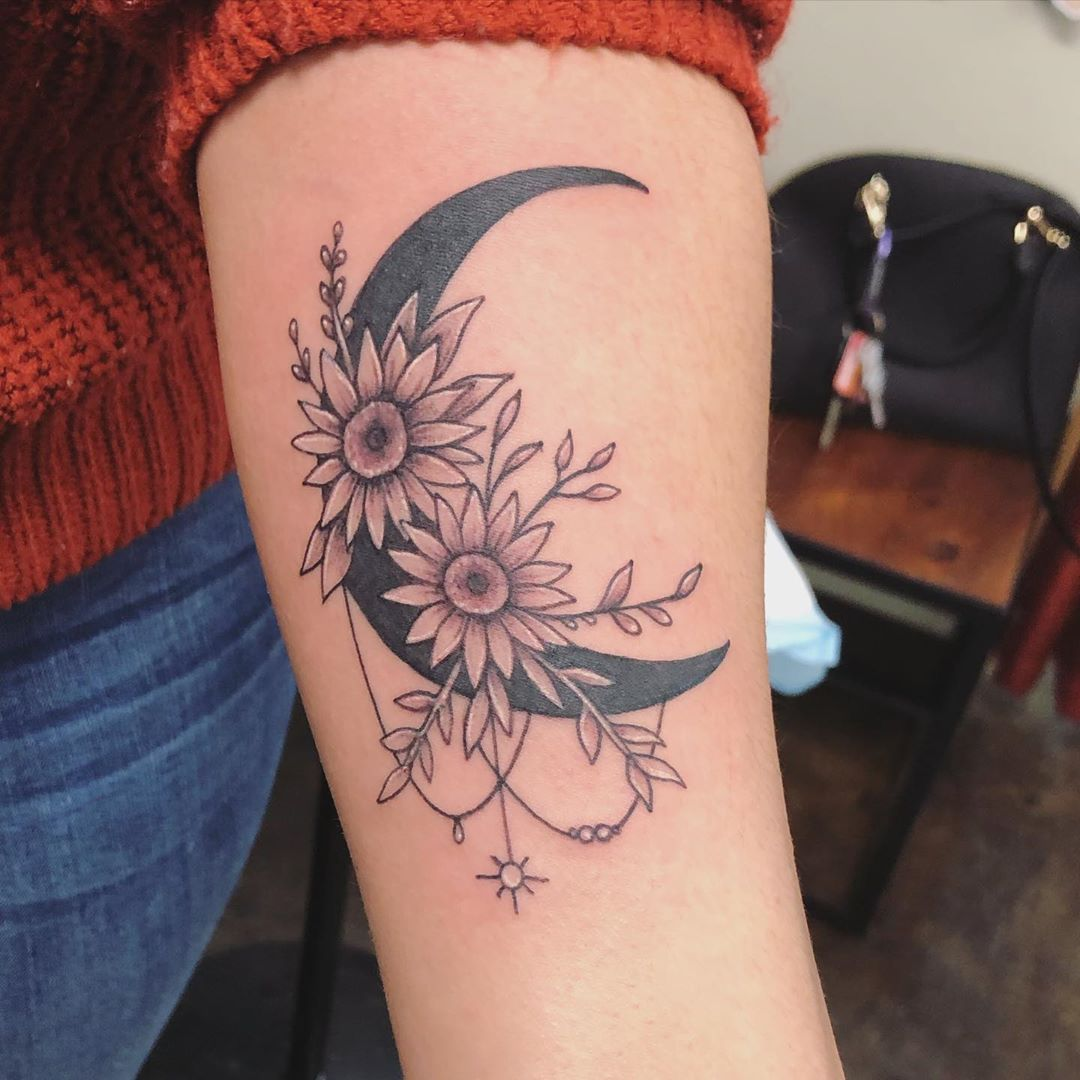Daisies bloom from Crescent Moon Tattoo