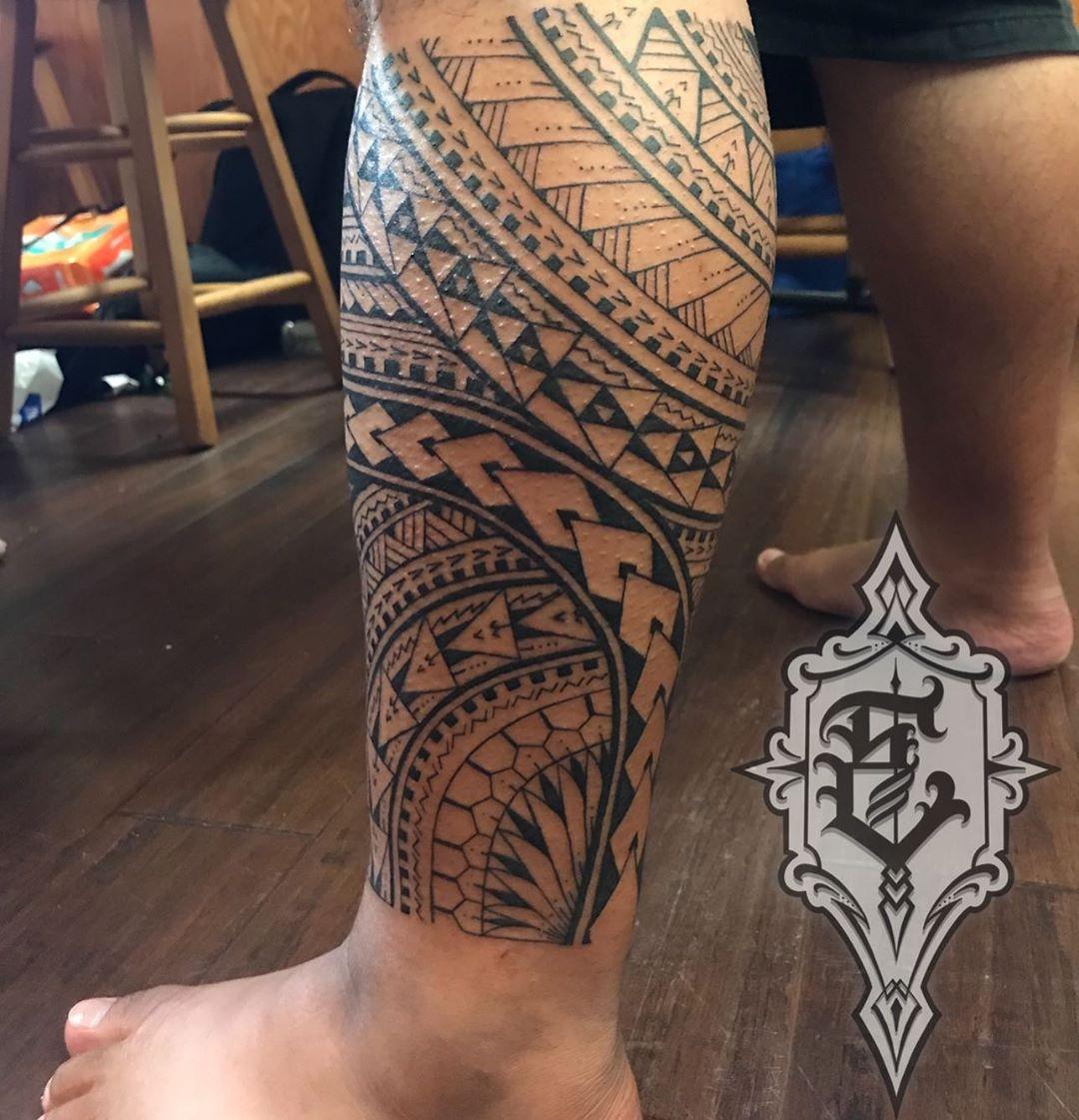 Spearheads and shark teeth hawaiian tattoo