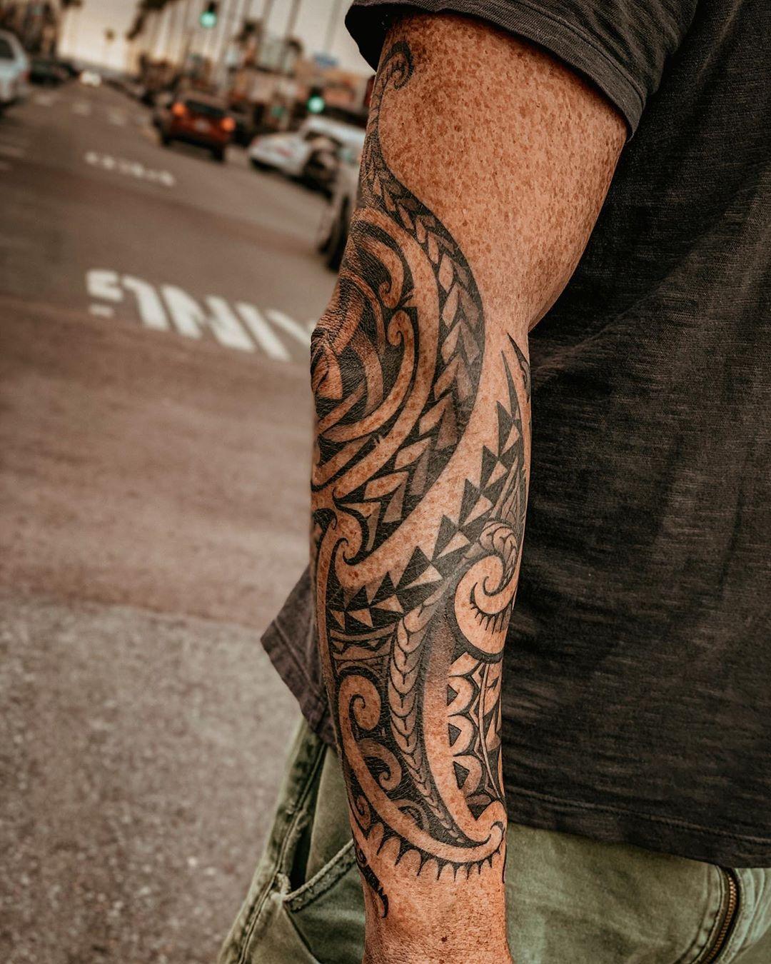 Classic Hawaiian pattern tattoo