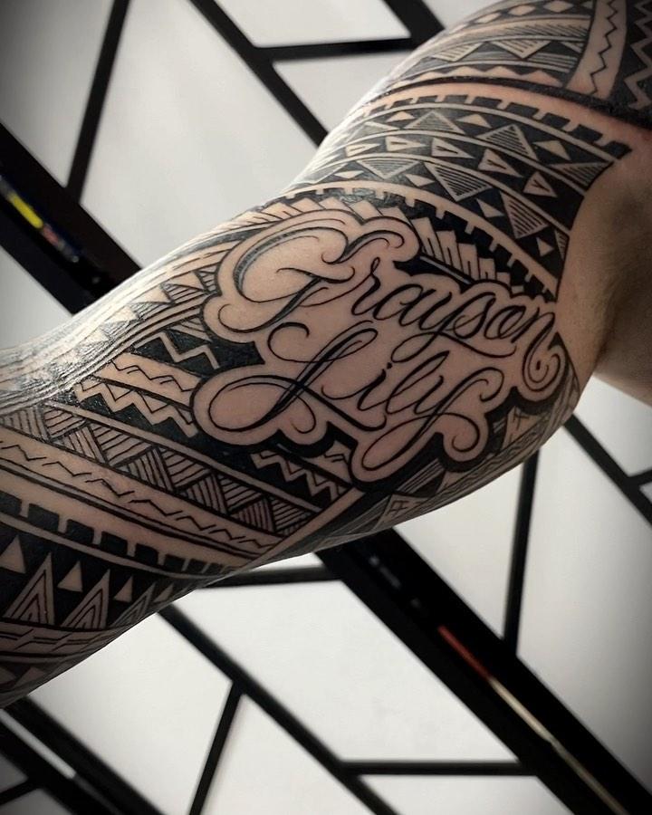 Classic Hawaiian tribute tattoo