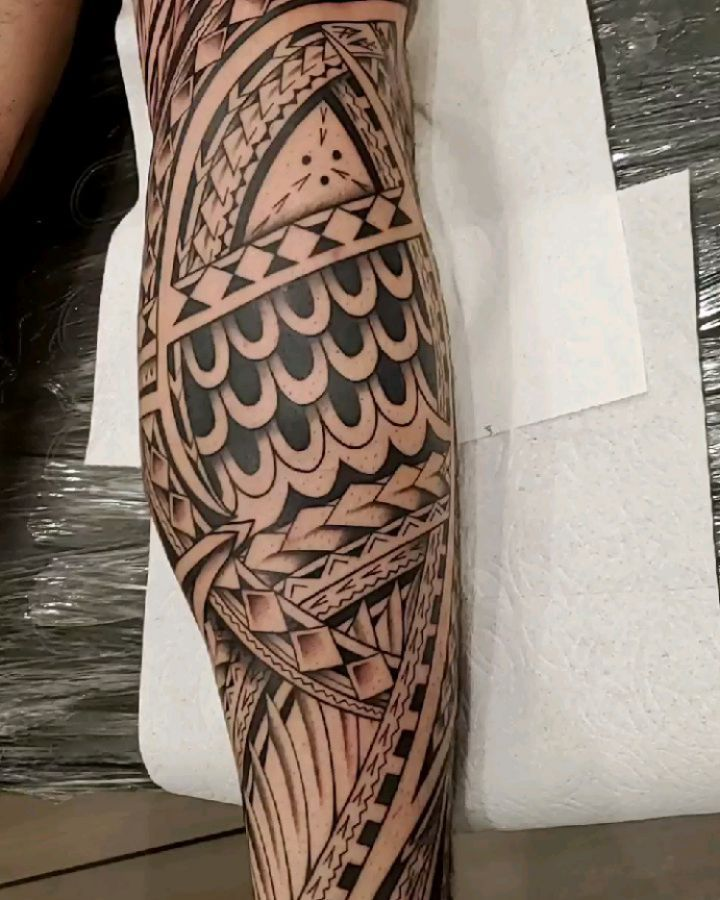 Big leg Hawaiian tattoo