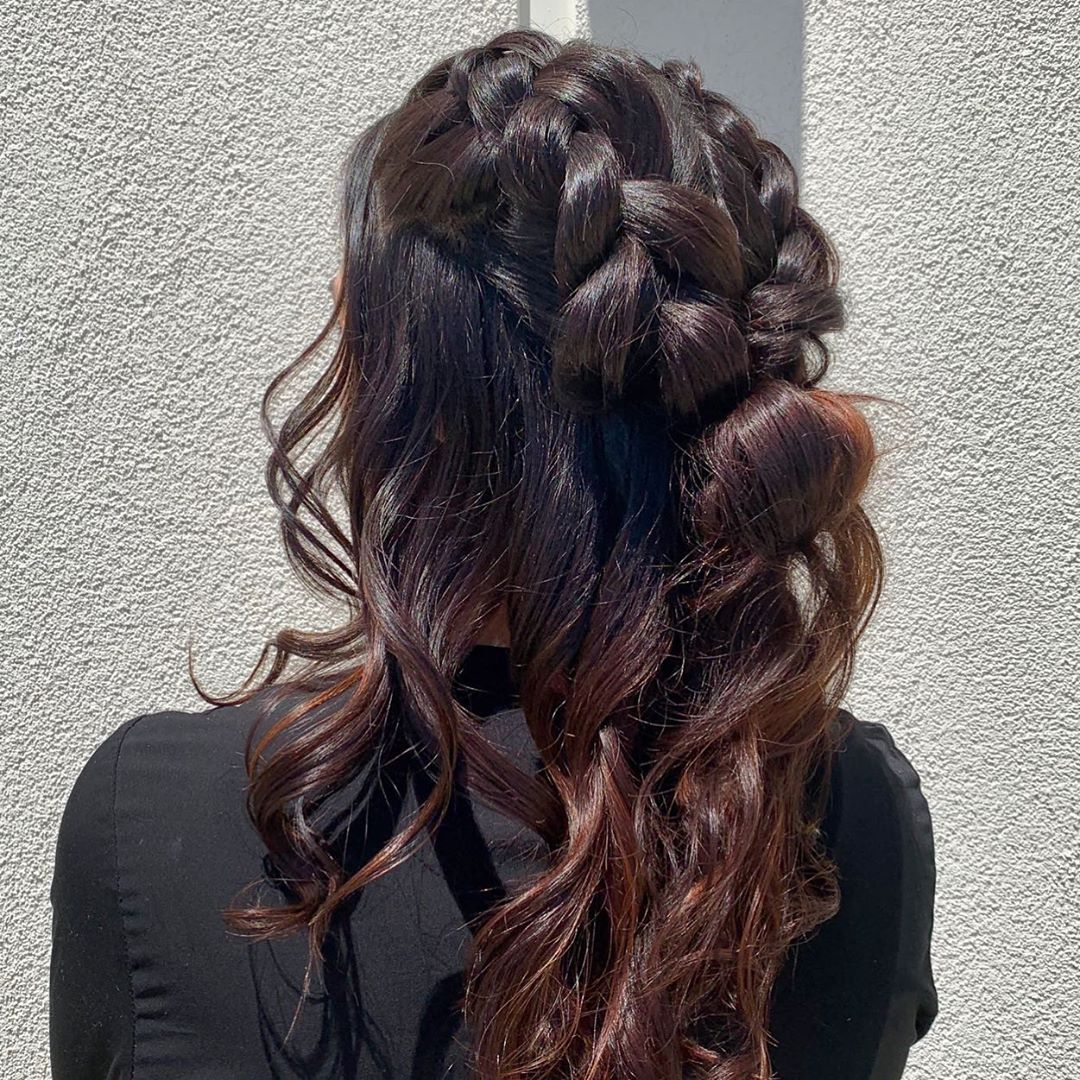 Brown hair with Twisted Ponytail in Boho Braid style