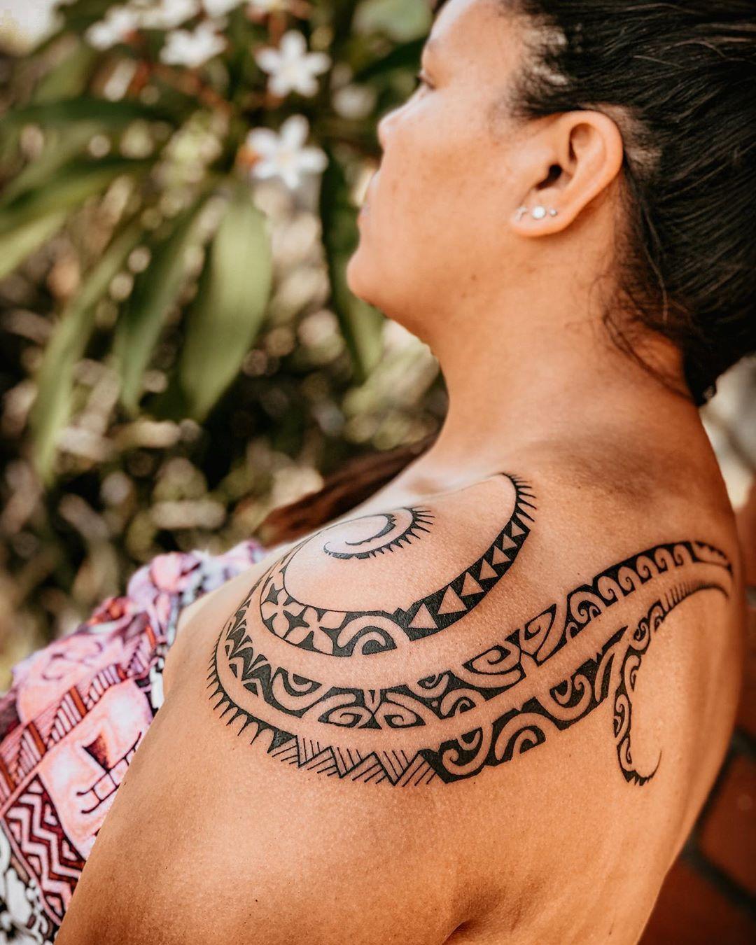 Classic Hawaiian swirling pattern tattoo