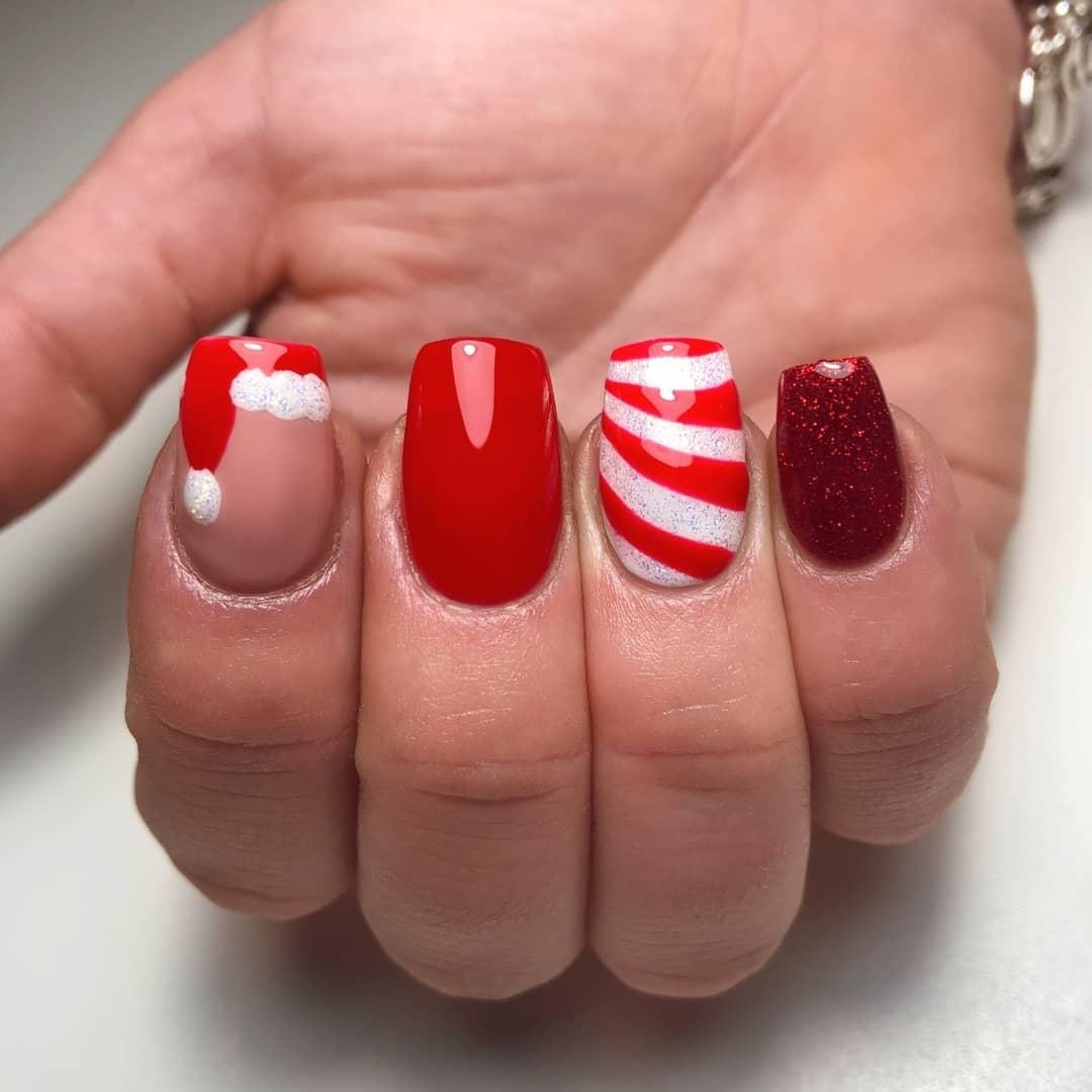 Simple Santa Christmas Nail Design