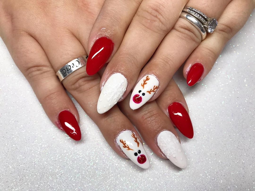 Red and white Image of Christmas nail designs