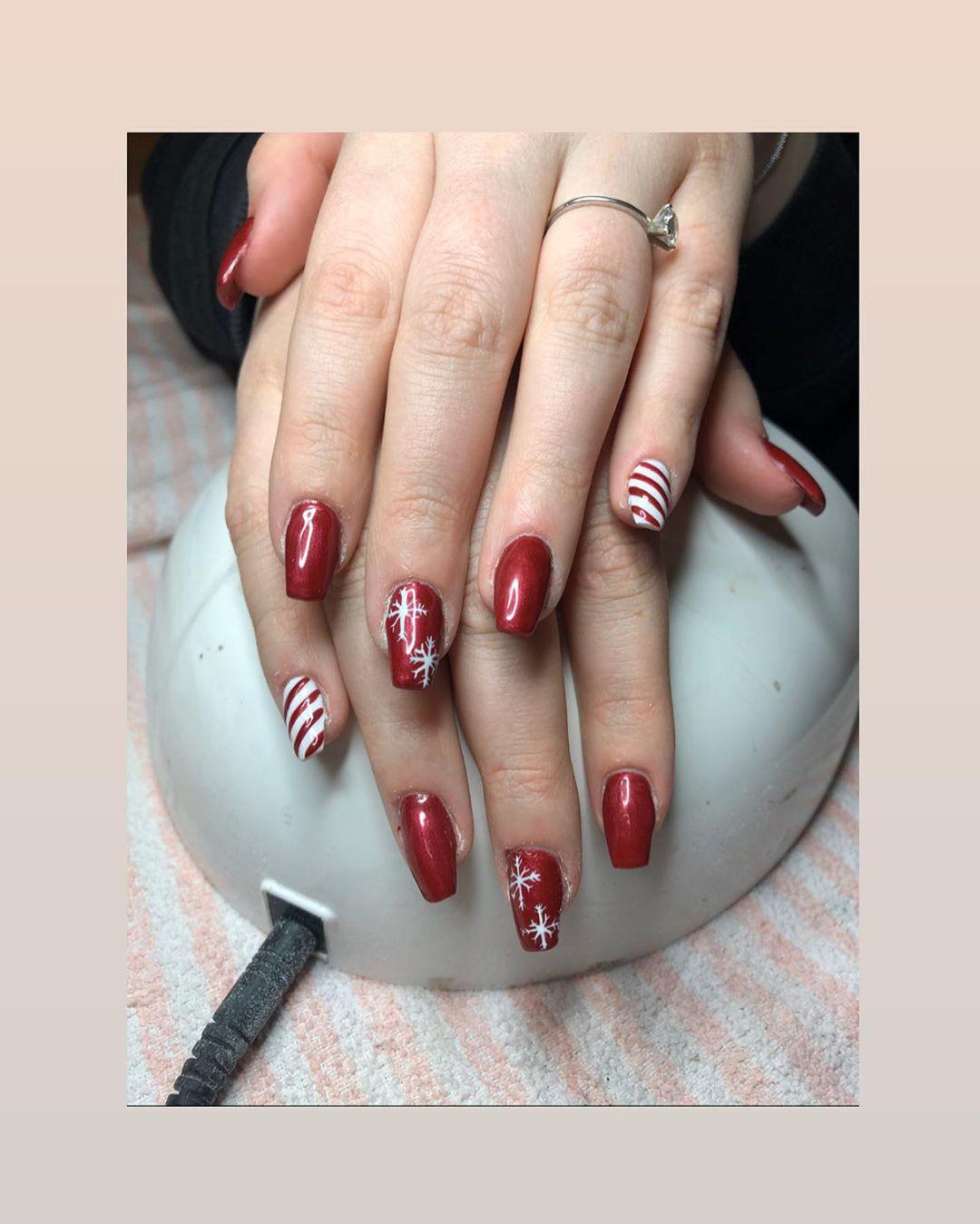 Candy Cane Christmas nail design