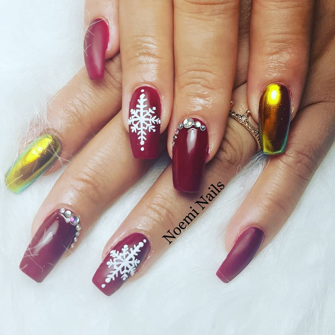 Bold Christmas gel nails