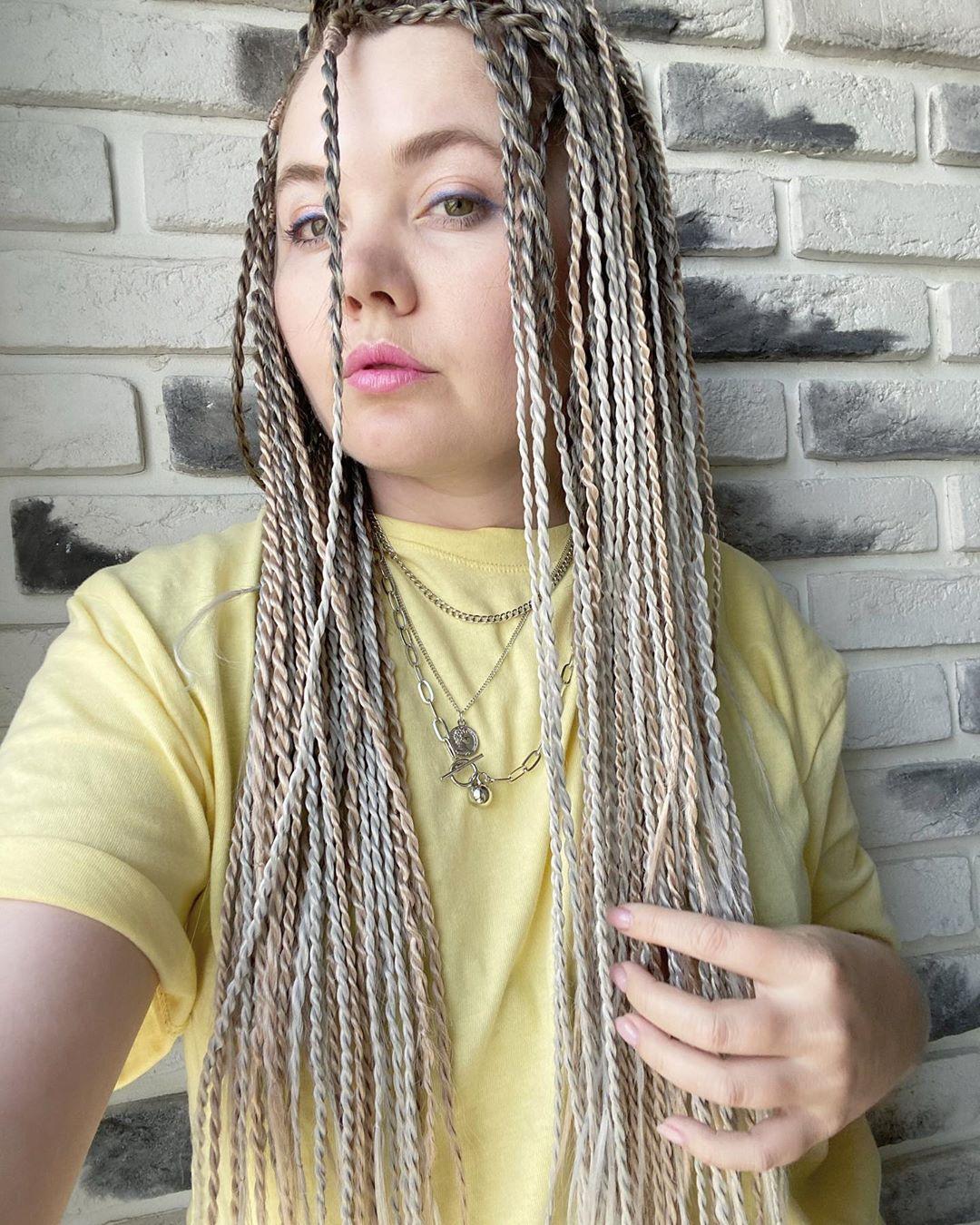 Blonde hair Image of Senegalese Twists