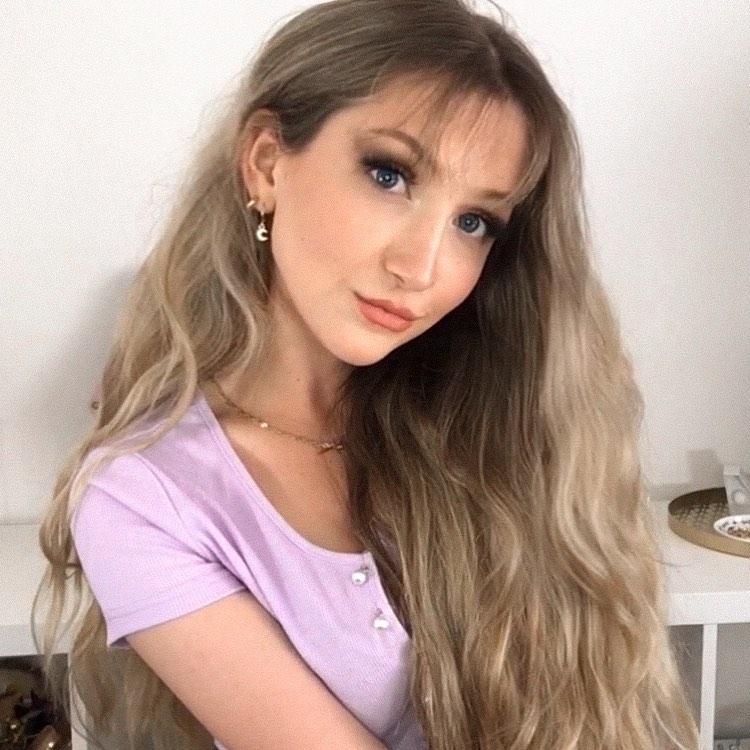Image of beautiful wispy bangs hairstyle